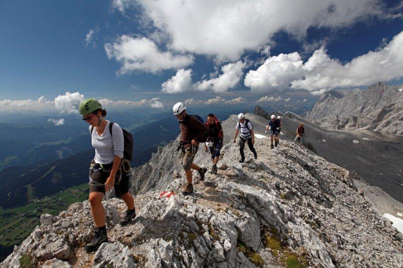 Klettersteig Urlaub : Tourismus besteigung auf eisenwegen klettersteige in den alpen
